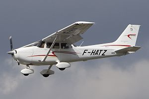 Cessna_172S_Skyhawk_SP,_Private_JP6817606